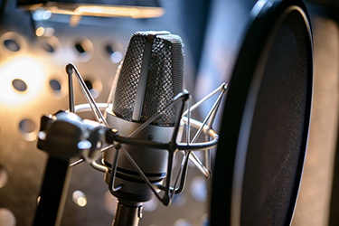 Microphone-in-a-recording-studio